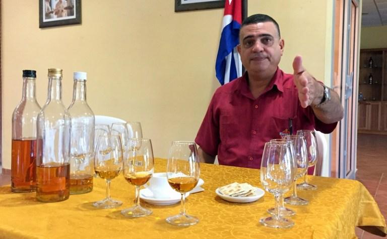 Mistrz Rumowy Asbel Morales