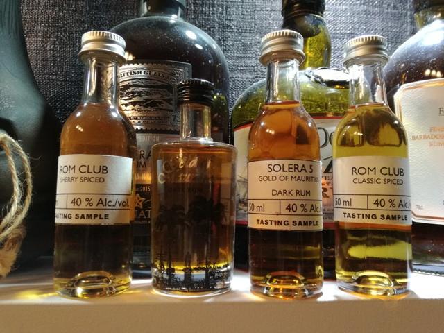 Próbki Gold of Mauritius rum oraz Rom Club. Fot. własna