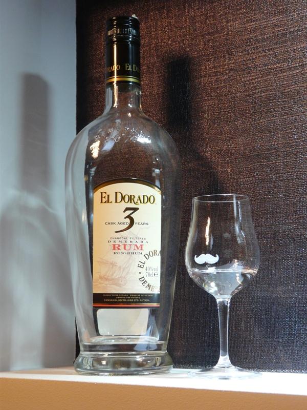 Rum El Dorado 3 - przykład rumu białego/jasnego